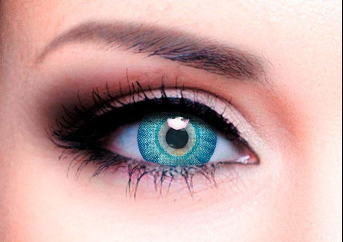 контактные линзы в глазе